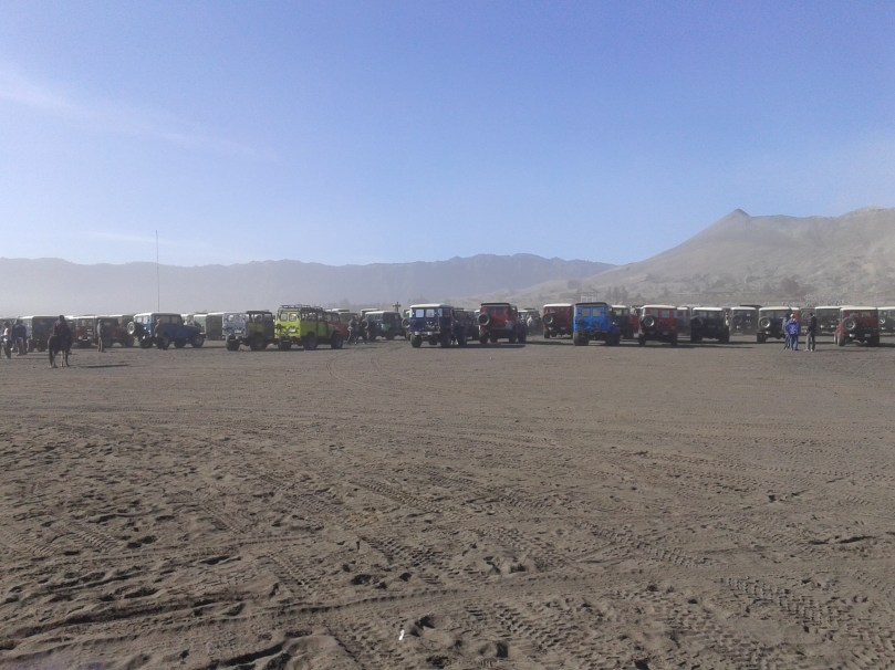 parkiran jeep gunung bromo